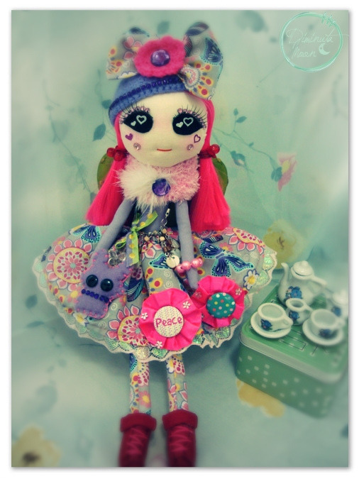 Follow Diminuta moon on blogger I just made a page for my dolls!follow if you like!!! http://diminutamoon.blogspot.mx/