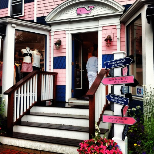 living-preppy:  vineyard vines store