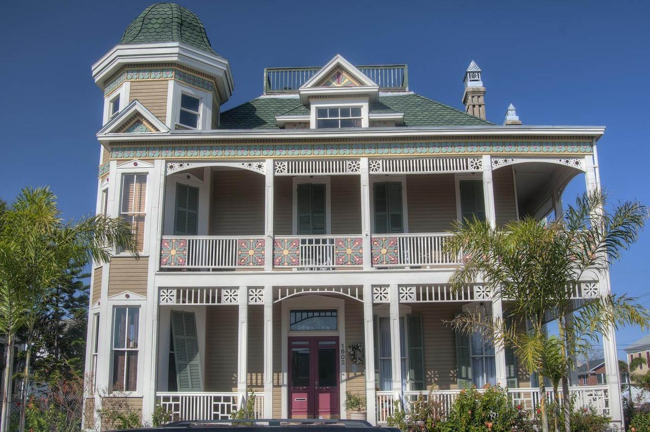 joilieder:  Joel B. Wolfe House - Victorian house, 1894, in Galveston, Texas.  Photo by Alexey Sergeev.  Best viewed larger.