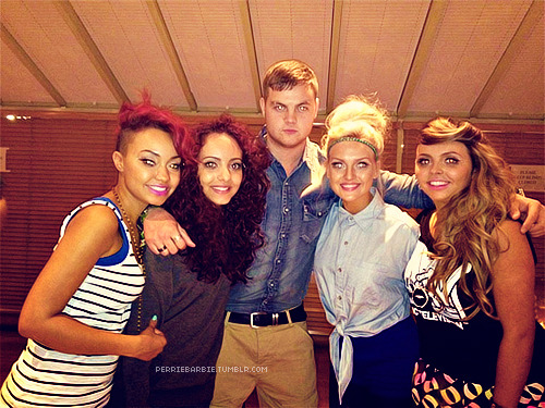 perriebarbie:  The girls and Jonnie :')