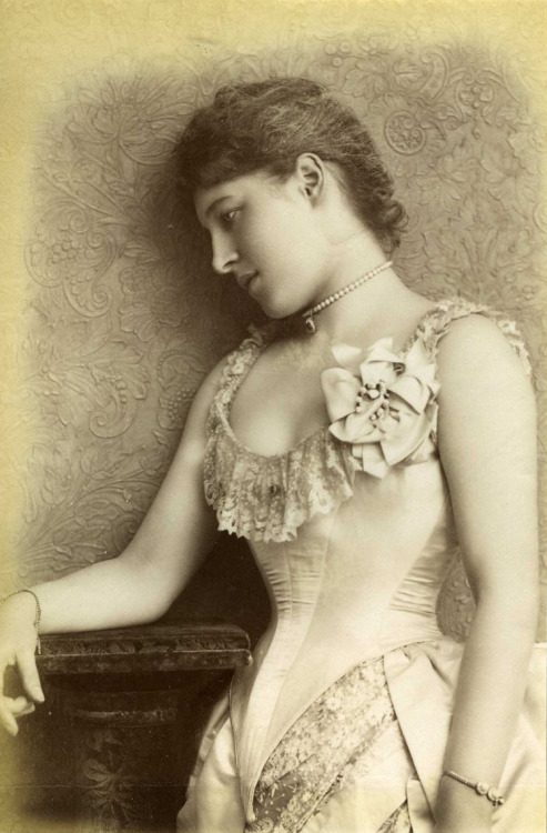 legrandcirque:  William Downey, Lillie Langtry, August 1885. Source: National Archives UK
