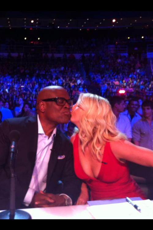 and seal it with a kiss… ooh ooh ooh oohhhh ps. jealousssssssssss!!!