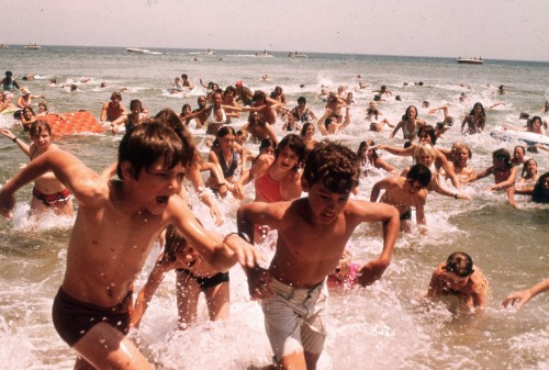 Behind the scenes of Jaws. Residents were paid $64 to scream and run across the beach as extras.