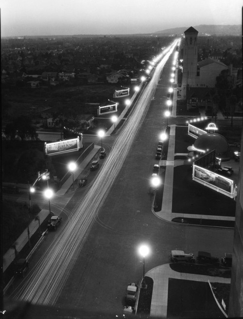 losangelespast:  Looking westward down Wilshire Boulevard, 1928. The Brown Derby is visible in the lower right.