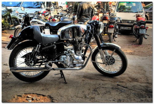 habermannandsons:  The making of a Cafe Racer on the streets of India - a lesson in humility.