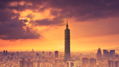 one of the prettiest pictures of the taipei skyline that i've seen :)