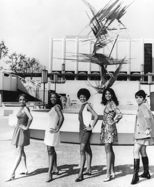auntada:  Five women pose in front of the Los Angeles County Museum of Art for the NAACP Awards, 1968. Robert Douglas, photographer Los Angeles Public Library, Shades of L.A.: African American Community