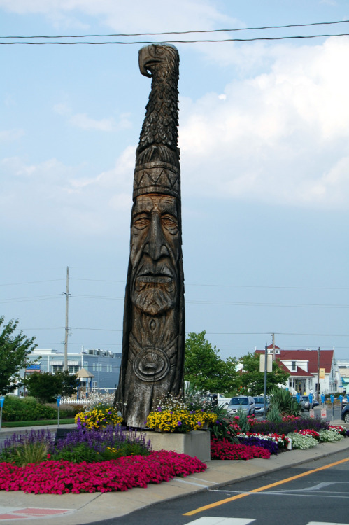 "Chief Little Owl, Bethany Beach Delaware The 24-foot statue at the downtown entrance to Bethany Beach has been a landmark since 1976. The original statue was created by sculptor Peter Wolf Toth, a humanitarian who wanted to give thanks to the United States. The sculpture was donated to the Town as part of his ""Trail of the Whispering Giants"" project. He created more than 50 wooden sculptures of famous Indians and donated at least one to every state. He also has some located in CanadaThe first statue stood from 1976 until weakened by termites, it was destroyed by high winds in 1992. The remains were relocated to the Nanticoke Indian Museum in Millsboro, DE. Today, only the sign remains there, hanging under a portrait of Chief Little Owl. The second, done by sculptor Dennis Beach, lasted until 2000, when rot forced the Town to take it down. Toth created this newest version from a red cedar log from the Pacific Northwest which should last from 50 to 150 years. It was dedicated on July 15, 2002. During the ceremony State Senator George Bunting, D- Bethany Beach, said ""it's a landmark that says 'you're in Bethany' and it pays honor to the Nanticoke nation. It ties us to our heritage."" Charlie Clark, a descendent of Little Owl, blessed the sculpture in traditional fashion with song, prayer and tobacco."