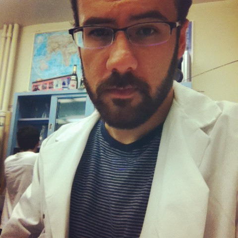 realfakescientist:  Stand back, I'm going in to do some radioactive experiments…weapon of choice: alpha P32 dGTP! Dem beta particles doe.