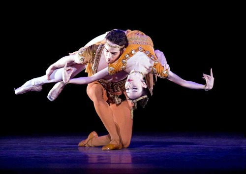 thedailyballet:  Hee Seo and Sascha Radetsky in Thaïs, by Ashton. Photo (c) Gene Schiavone.