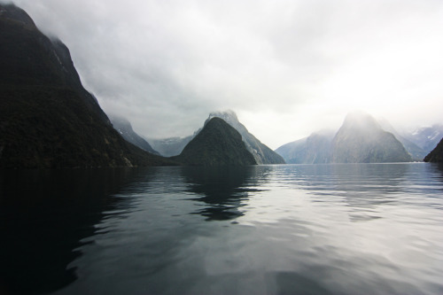 dashedlines:  Milford Sound (by arneboell)