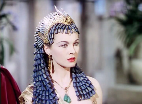 suicideblonde:  Vivien Leigh as Cleopatra in Caesar and Cleopatra (1945)