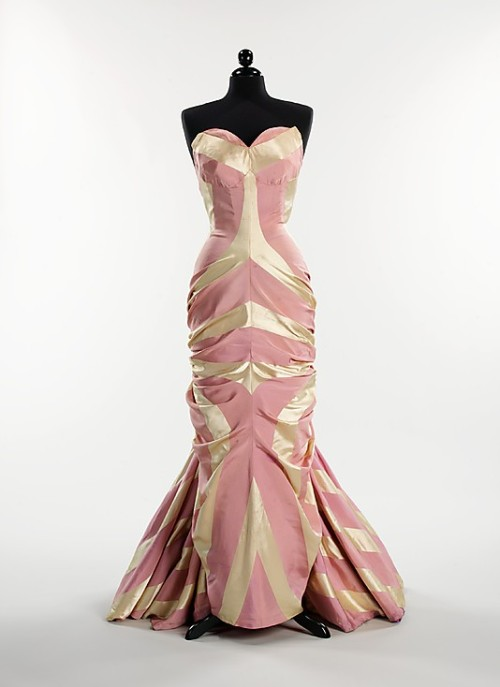 omgthatdress:  Evening Dress Elsa Schiaparelli, 1948 The Metropolitan Museum of Art