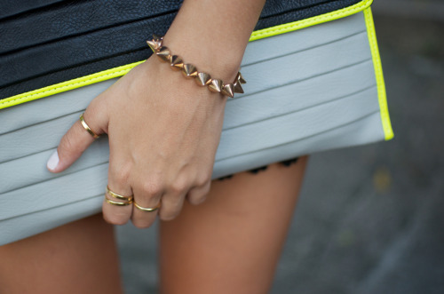 what-do-i-wear:   DIY Cone Stud Bracelet  (image: apair-andaspare)