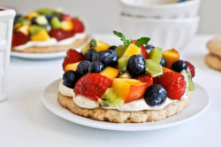 beautifulpicturesofhealthyfood:  Fruit Pizza with Whole Wheat Cinnamon Crust…RECIPE
