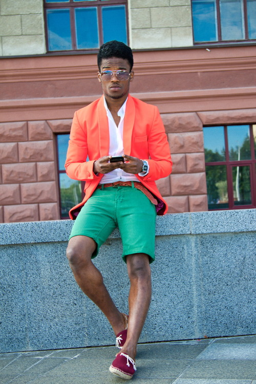blackfashion:  http://onevalerian.tumblr.com/  love love love his fit.