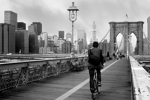 People and bikes. (9) Brooklyn Bridge, New York City. USA.