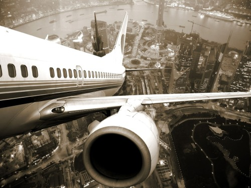 tripudios:  Airplane take off from Shanghai