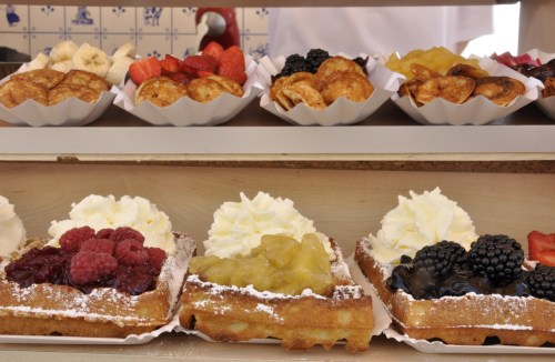 camerasonshoes:  Waffles with fruits
