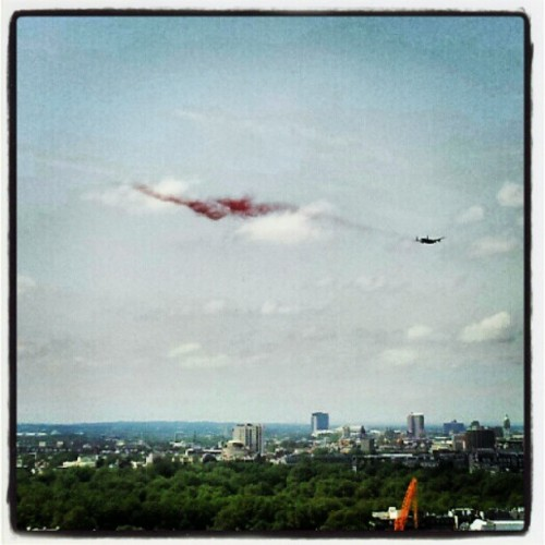 Here's another shot of the poppy drop above Green Park, taken from my work #london #poppy  (Taken with Instagram at New Zealand House)