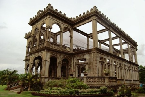 20 Spectacular Abandoned Mansions of the World