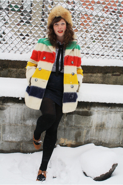 HBC Coat (via Butterflies and Daisys Vintage: Wishlist: Oh Canada! Hudson's Bay Blanket Coat)