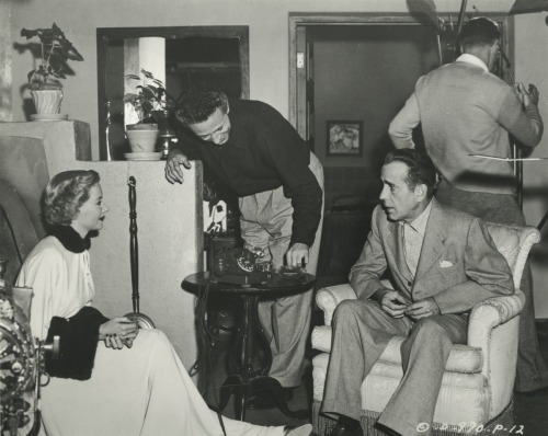 eloquento:  Nicholas Ray with Gloria Grahame and Humphrey Bogart on the set of In a Lonely Place  .1950 .