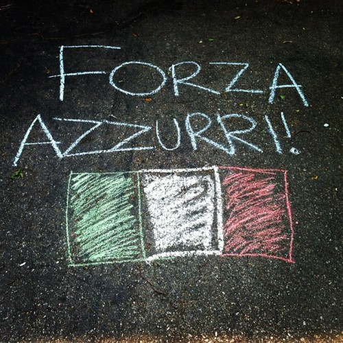FORZA ITALIA 🇮🇹 #forzaitalia #forzaazzurri #azzurri #eurocup #euro2012 #eurocup2012 #italia #pride #italianpride #italia #chalk #sidewalkchalk #iphoto #iphone4 #instaart #instagood #instamood #instashot #instaphoto #instamoment #instasketch #art #flag (Taken with Instagram)