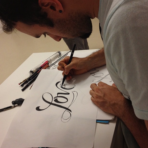joluvian:  Love #lettering con @alepaul (Taken with Instagram)