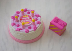 (vía Pop Up Candles Birthday Cake For Barbie by viruella on Etsy)
