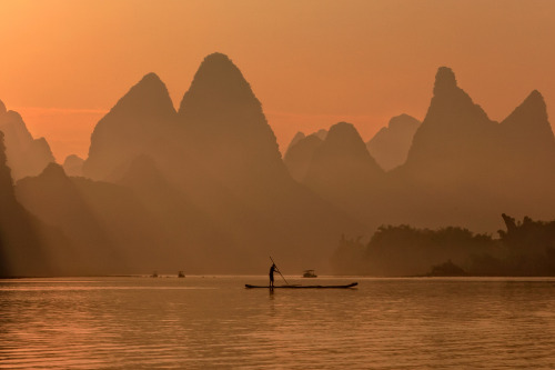 definitelydope:  Li River Guilin (by ©Helminadia Ranford)