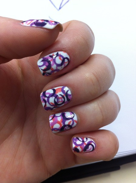 Dip straws in in different nail polishes for these cute circles! So simple! Happy painting! :D