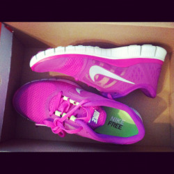 on-my-toes-for-you:  I am so in love with my running shoes. It's crazy.