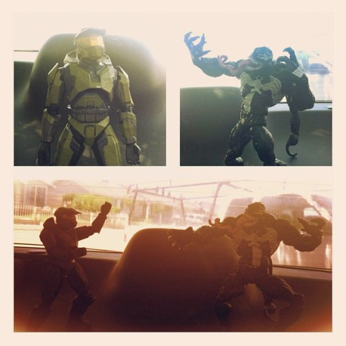 Who will win #masterchief vs #venom !! Comment with ur vote! #toys #toyphotography #toyuniverse #marvel #halo #343 #based #summer #nerd #nerdy (Taken with Instagram)
