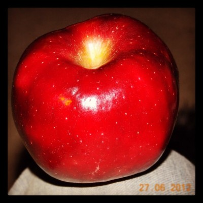 Manzana roja! #redapple #apple #fruit ##healthy #instafood (tomada con Instagram en Cooking The Music Lab)