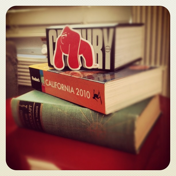 #gorilla #gorillapestcontrol #phaidon #books #red #sticker #camping #california @antonio_g  (Taken with Instagram)