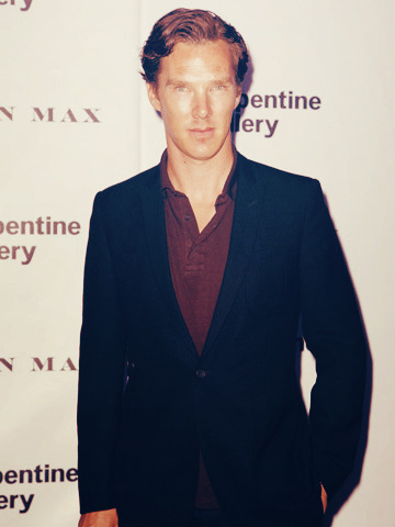 becks28nz:  Benedict Cumberbatch - Serpentine Gallery  he looks like a bronze statue.