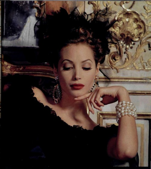 Christy Turlington for Chanel (1992)