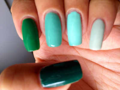 Ombré nails Pinky to thumb  Essie - Absolutely Shore Essie - Mint Candy Apple Essie - Turquoise & Caicos Essie - Pretty Edgy Essie - Going Incognito