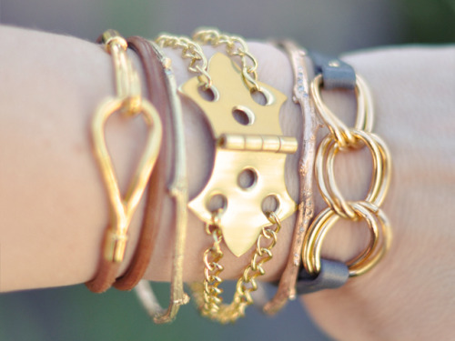DIY Chain Hardware Hinge Bracelet Tutorial by Love Maegan here. Another variation on the hardware hinge bracelet, so you can decide which one you like best - chain, suede, hinges all around etc… *Find Wobisobi's leather and rhinestone version I posted here, a bracelet using several hinges by stripes + sequins and sprinkles in spring go here, and for jewelry made out of hardware go here:  truebluemeandyou.tumblr.com/tagged/hardware