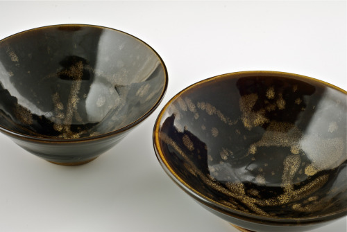 Tenmoku bowls with trailed overglaze.
