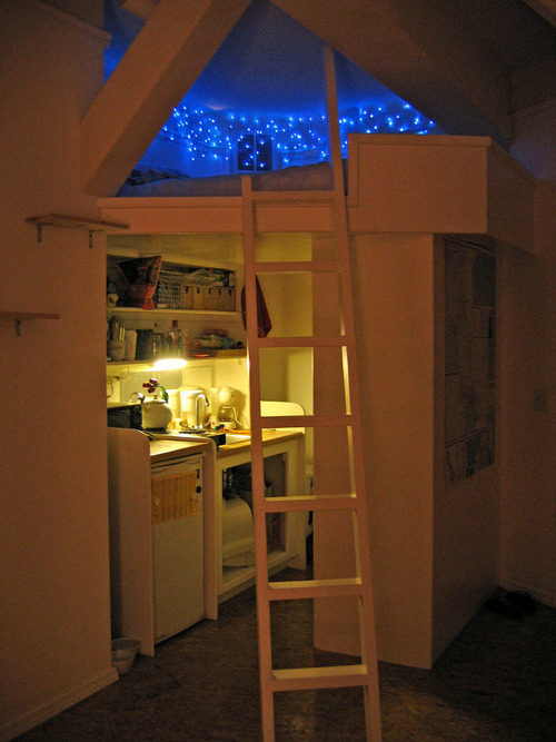 0bey-brandon:  nirvana-teens:  weirdteenblogger:  i actually want a room like this so bad  this is actually my dream room og  Want  If I could find a single room apartment that looked like this, I'd move out of mine in a second.