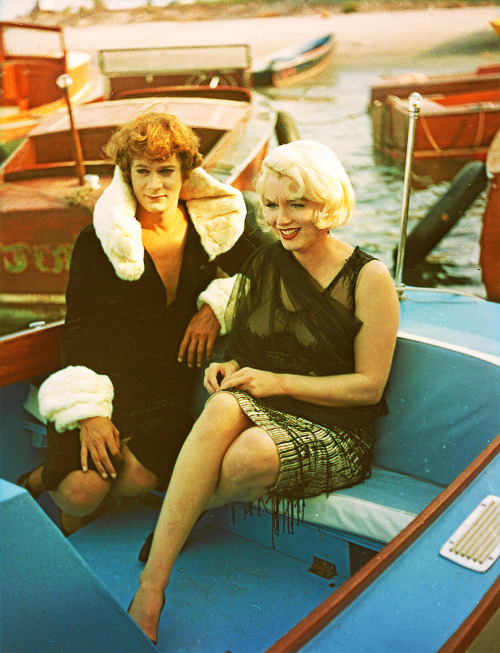 vintagesonia:  Tony Curtis and Marilyn Monroe on the set of Some Like it Hot (1959)