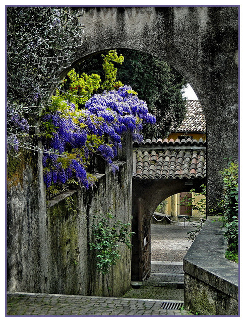 bluepueblo:  Ancient Archway, Lombardy, Italy photo by gio.dino3
