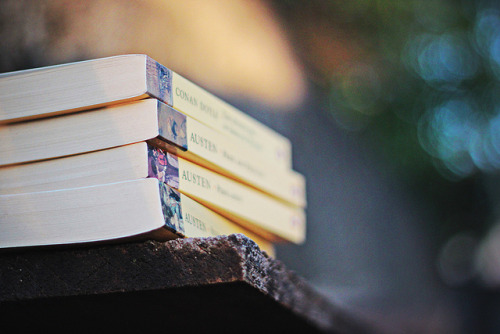 bookporn:  167/365 - Livros by Bruna_Wretzky on Flickr.