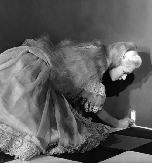 oldhollywood:  Carol Marsh in the 1949 adaptation of Alice in Wonderland (dir. Dallas Bower & Lou Bunin), which combines live action and puppet-style animation (full film here)