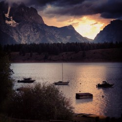 Found my Yellowstone pictures. More to come. #water #boat #mountain #nature #sunset #sky #trees #clouds #dark #jj #eavig #thedbfight  (Taken with Instagram)