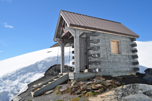 cabinporn:  Emergency cabin at the top of the Harding Icefield Trail, Kenai Fjords National Park, Alaska. Submitted by Michaela Eschenbacher.