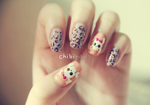 Skulls & Leopard prints!  Colours used:-[Base] Peach Pink 피치핑크 2500A (Artbox, Seoul)Color Combos - Violet CBL117 (SASA)[Skull] The Faceshop - White WH002Essense Color & Go - Ultimate Pink 08Etude House - Mocha 모카 슈 BR303[Leopard Prints]Peach Pink 피치핑크 2500A (Artbox, Seoul)Etude House - Mocha 모카 슈 BR303