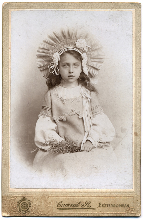 Amazing costume on a young girl, 1905 (by ggaabboo)